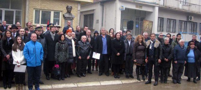 Поклон пред паметника на Левски в Босилеград